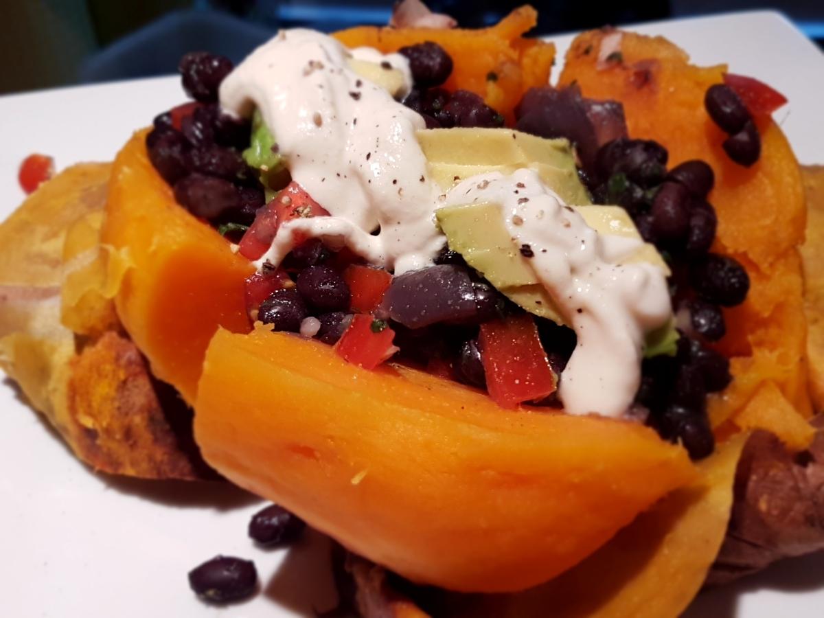 Camote/Batata horneada a la mexicana (receta vegana)